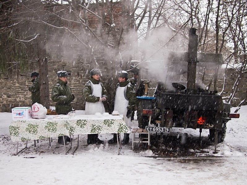 Soldiers offer food at the winter festival in Ekaterinburg